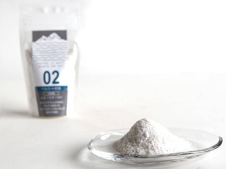 皿に盛った塩