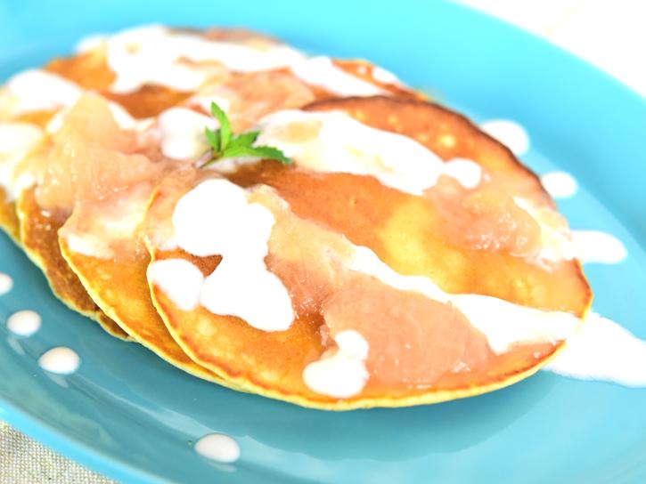 桃のピューレとパンケーキ
