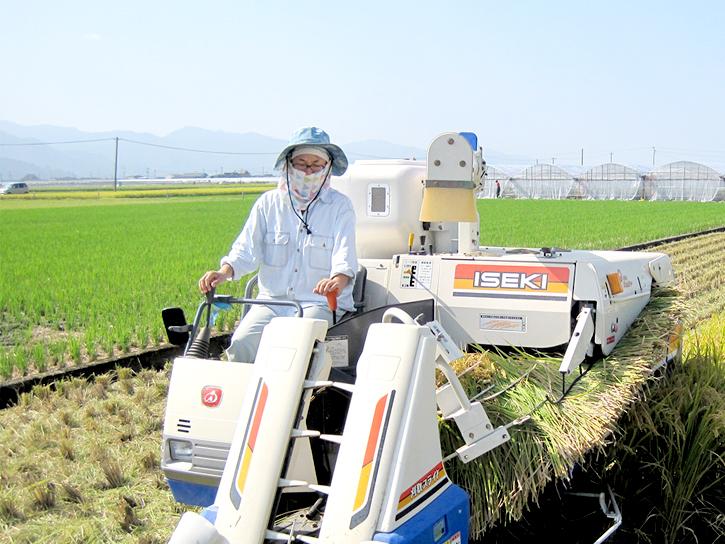 塚田さんが重機に乗ってる写真