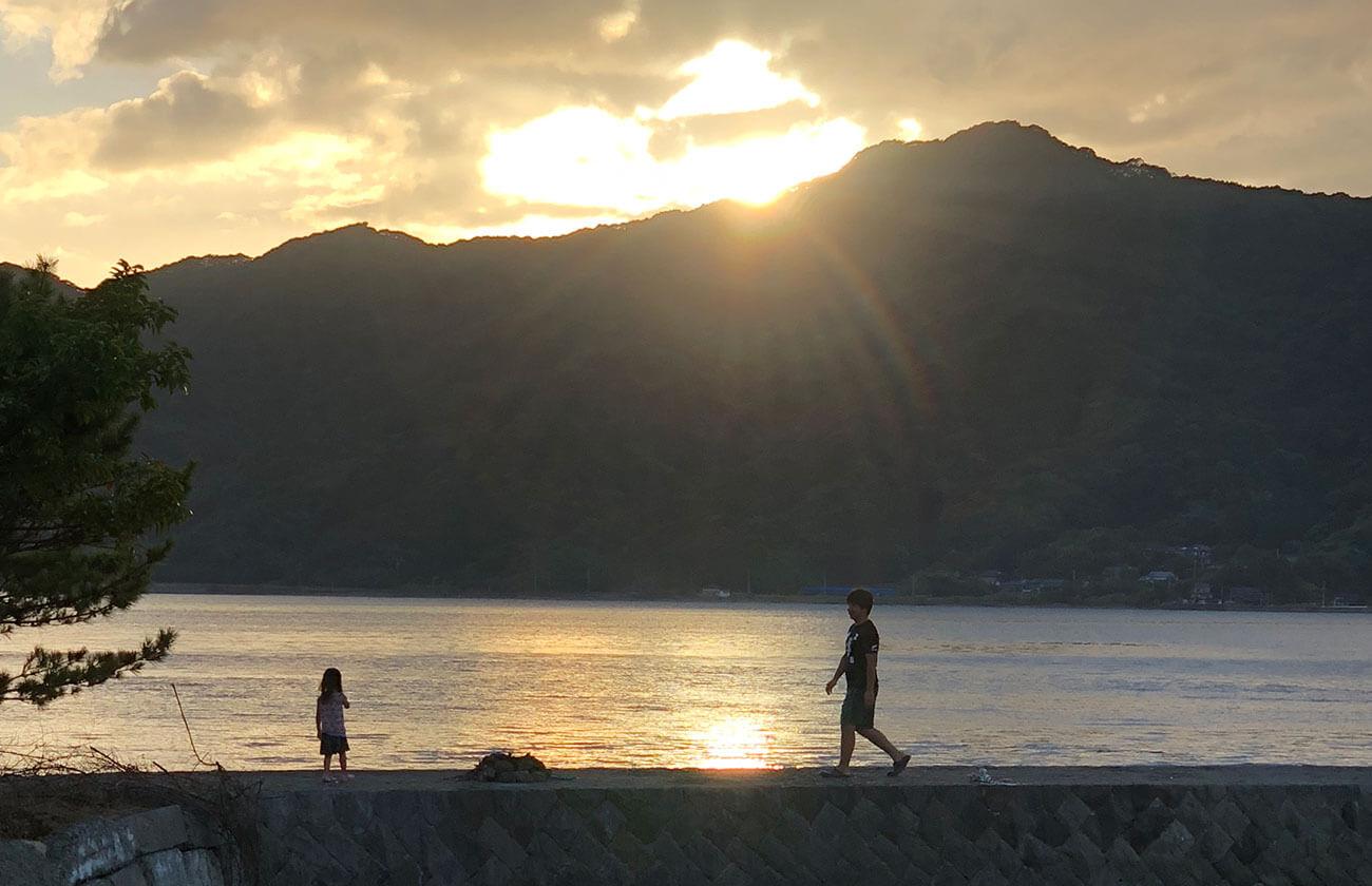 夕日バック産島