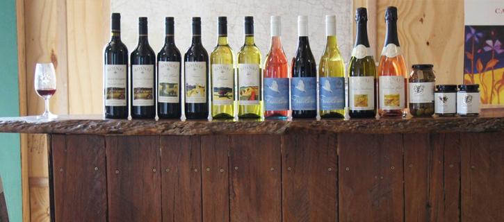 rosneyのワインボトルが並ぶ